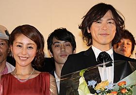 初日挨拶に出席した塩谷瞬と熊切あさ美「歌舞伎町はいすくーる」