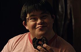 今週末に来日するアイザック・レイバ「チョコレートドーナツ」