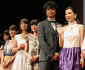 (左から)渋谷飛鳥、原幹恵、広瀬アリス、 田辺桃子、斎藤工、倉科カナ「honey」