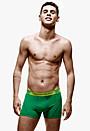 ブラジル代表MFオスカル、カルバン・クライン下着モデルでも代表選出!