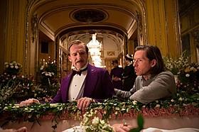 レイフ・ファインズとウェス・アンダーソン監督「グランド・ブダペスト・ホテル」