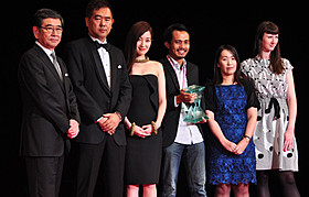 大賞はインドネシア作品「ホールインワンを言わない女」