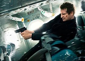 飛行中の旅客機内を舞台に描く 緊迫のサスペンスアクション「フライト・ゲーム」