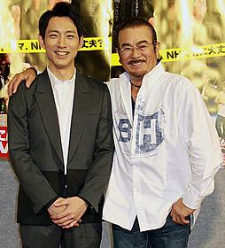 ドラマ「おわこんTV」で共演した小泉孝太郎と千葉真一「風林火山」