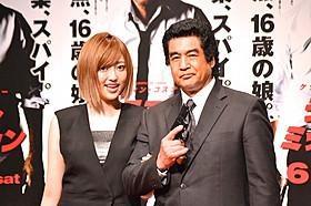 藤岡弘、(右)と「アイドリング!!!」の菊地亜美「ラストミッション」