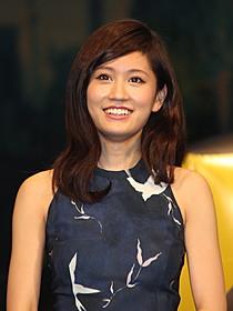 笑顔で舞台挨拶に臨んだ前田敦子「エイトレンジャー」