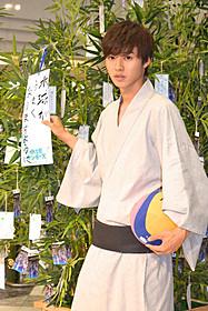 水球に挑戦する男子高校生を演じる山崎賢人