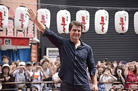 """大阪・道頓堀川での""""クルーズ""""姿 「マイド!」の声に約3000人が熱狂!「オール・ユー・ニード・イズ・キル」"""