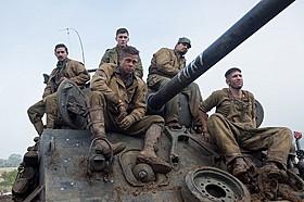 """""""フューリー""""と名づけられた戦車で戦い抜く5人の兵士の物語「フューリー」"""
