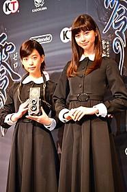 主演の中条あやみ(右)と森川葵「劇場版 零 ゼロ」