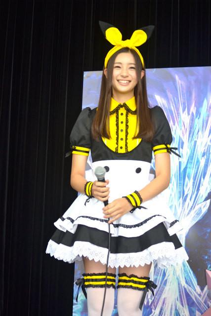 足立梨花、メイドカフェ風制服でピカチュウ店長と初アルバイトに挑戦! - 画像1