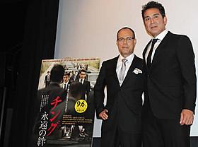 (左から)作品と同様にブラックスーツで決めた田中と宇梶「チング 永遠の絆」