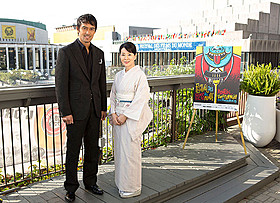 モントリオール映画祭に参加した吉永小百合(右)と阿部寛「ふしぎな岬の物語」