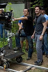 談笑する高柳氏(左)とクーパー監督「ファーナス 訣別の朝」