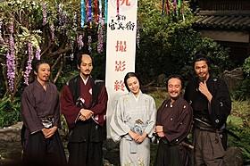 「軍師官兵衛」クランクアップ会見に出席した (左から)高橋一生、松坂桃李、中谷美紀、濱田岳、速水もこみち