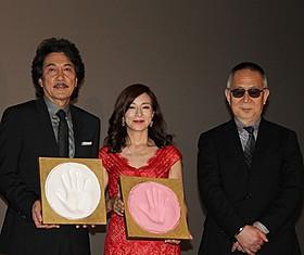 初日挨拶に立った(左から) 役所広司、原田美枝子、小泉堯史監督「蜩ノ記」