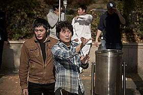 「泣く男」でタッグを組んだチャン・ドンゴンとイ・ジョンボム監督「泣く男」