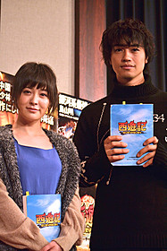 (左から)映画吹き替えに初挑戦した貫地谷と斎藤「西遊記」