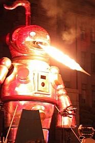 ヤノベケンジ、「明和電機」の共同制作による 巨大ロボット「ジャイアント・オタマトーン」「ミロクローゼ」