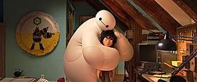 ディズニー最新作「ベイマックス」の一場面「アナと雪の女王」