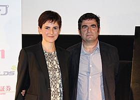 ロマン・グーピル監督と映画に出演した監督の妻サンダさん「来るべき日々」