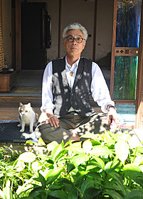 9年ぶりに映画主演するイッセー尾形と三毛猫のドロップ「先生と迷い猫」