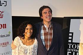 オスカル・ルイス・ナビア監督(右)とゲイリー・ポランコ「ロス・ホンゴス」