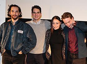 (左から)ベニー・サフディ監督、ジョシュア・サフディ監督、 アリエル・ホームズ、ケイレブ・ランドリー・ジョーンズ「神様なんかくそくらえ」