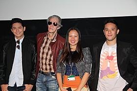 (左から)ルル・マドリッド、ペペ・スミス、 ビアンカ・バルブエナ、ペペ・ジョクノ監督「雲のかなた」