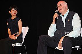 英国の映画評論家トニー・レインズ氏と早川千絵監督「ナイアガラ」