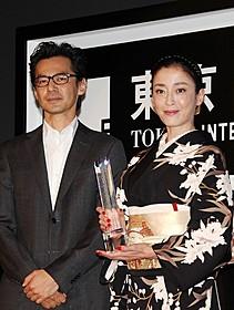 審査員のイ・ジェハン監督と、 最優秀女優賞に輝いた宮沢りえ「紙の月」