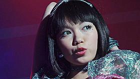 二階堂ふみ扮するアイドル・宇田川咲の 劇中ライブシーンが公開「日々ロック」