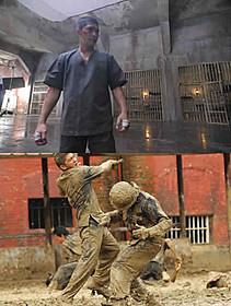 主演のイコ・ウワイスが繰り広げる壮絶バトルが話題「ザ・レイド」