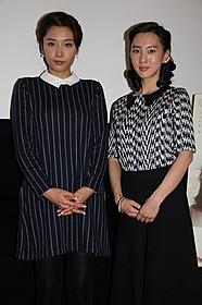 感謝でいっぱいの杉野希妃監督(右)と三津谷葉子「欲動」