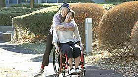 秋元才加が主演する「マンゴーと赤い車椅子」「マンゴーと赤い車椅子」