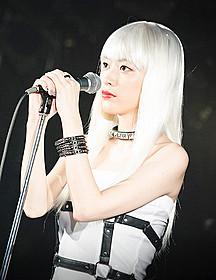 ガールズバンドのボーカル役を演じる成海璃子「ヴィーナス」