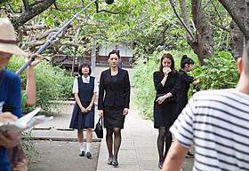 鎌倉・極楽寺での撮影に臨んだ 綾瀬はるか、長澤まさみ、夏帆、広瀬すず「海街diary」