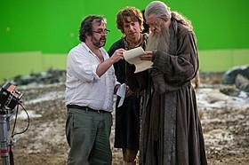 (左から)ジャクソン監督、ビルボ役のマーティン・ フリーマン、ガンダルフ役のイアン・マッケラン「ロード・オブ・ザ・リング」