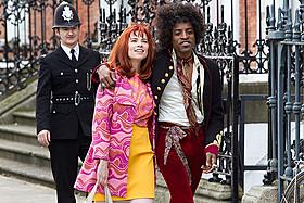 ジミ・ヘンドリックスのガールフレンド、キャシーを演じた ヘイリー・アトウェル(写真左)「JIMI:栄光への軌跡」