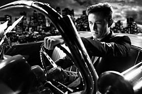 レビットが演じたのは映画オリジナルキャラ、ギャンブラーのジョニー「シン・シティ」