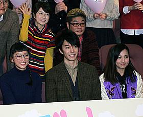 完成披露試写会に出席した 杏、長谷川博己、国仲涼子ら