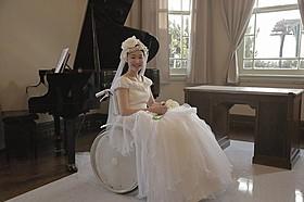 「かっぽう着が一番似合う女優」黒木華のウエディングドレス姿「繕い裁つ人」
