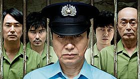 小日向文世が主演するオリジナルドラマ 「プリズン・オフィサー」がdビデオで配信「地雷を踏んだらサヨウナラ」