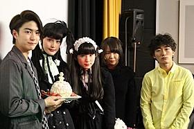橋本愛と蒼波純がゴスロリ風衣装でダブル主演「ワンダフルワールドエンド」