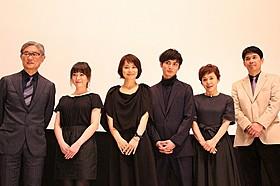 舞台挨拶に立った高良健吾、石田ゆり子ら「悼む人」