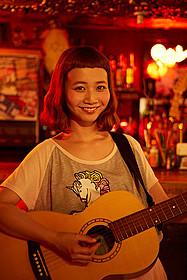 映画初出演と歌手デビューが決まった 人気モデルの三戸なつめ「恋する・ヴァンパイア」
