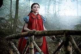 赤ずきん役リラ・クロフォードは撮影当時なんと13歳「イントゥ・ザ・ウッズ」