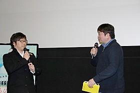 三木孝浩監督(左)と本広克行監督「くちびるに歌を」