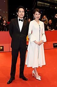 ベルリン映画祭に出席した 松山ケンイチと大野いと「天の茶助」