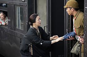 涙を誘うシーンの撮影に臨んだ鈴木京香と三浦貴大「おかあさんの木」